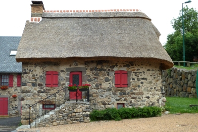 Valbeleix thatched house