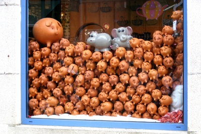Guerande piggy bank shop window